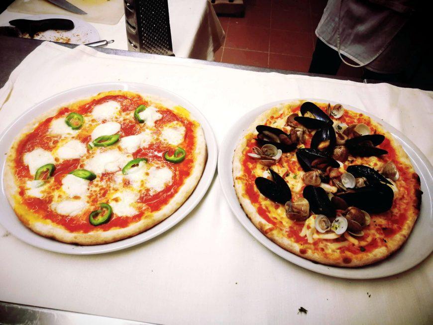 Bufala Con Peperoni E Frutti Di Mare Ristorante Chalet Lido Nordest Ristorante Di Pesce Pizzeria Spiaggia Mare Grottammare San Benedetto Del Tronto Ascoli Piceno Marche
