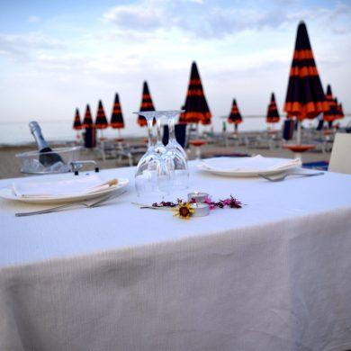 Cena Romantica Sulla Spiaggia Ristorante Chalet Lido Nordest Ristorante Di Pesce Pizzeria Spiaggia Mare Grottammare San Benedetto Del Tronto Ascoli Piceno Marche